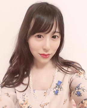 FANZAライブチャットに出演中のAV女優チャットレディ宝生リリー