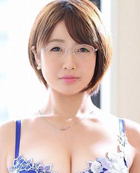 FANZAライブチャットでチャットレディをするAV女優の赤嶺尚子